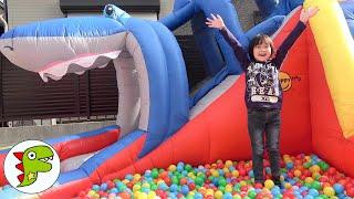 レオくんが超巨大カラフルボールプールであそぶよ!piscina de bolinhas coloridas トイキッズ
