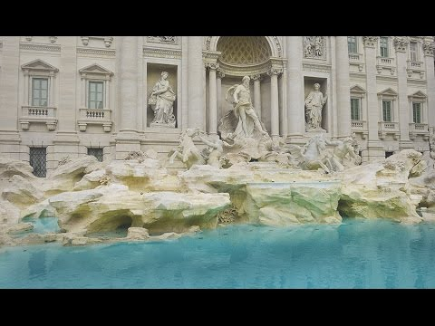 ROME  ITALY, TREVI FOUNTAIN CLEANING: TAKING OUT THE COINS!