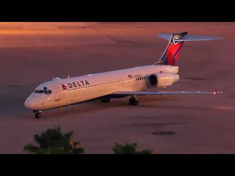 Delta 717 arrival and MD-90 departure at West Palm Beach Airport (PBI)