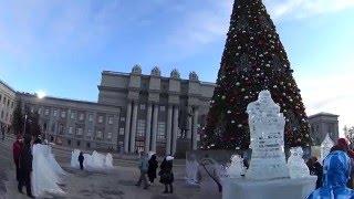 Елка на площади Куйбышева в Самаре 2 января 2016 года.