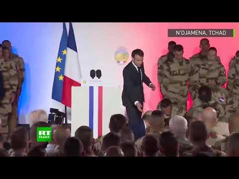 Tchad : un militaire de la force Barkhane s'effondre devant Macron après la Marseillaise