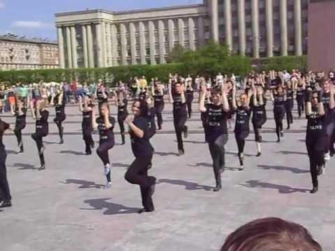Танцевальный флешмоб под Майкла Джексона