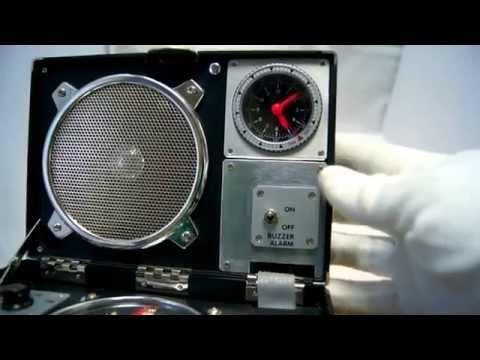 Tribute to 007 James Bond SECRET AGENT TRAVEL RADIO/ALARM CLOCK Vintage