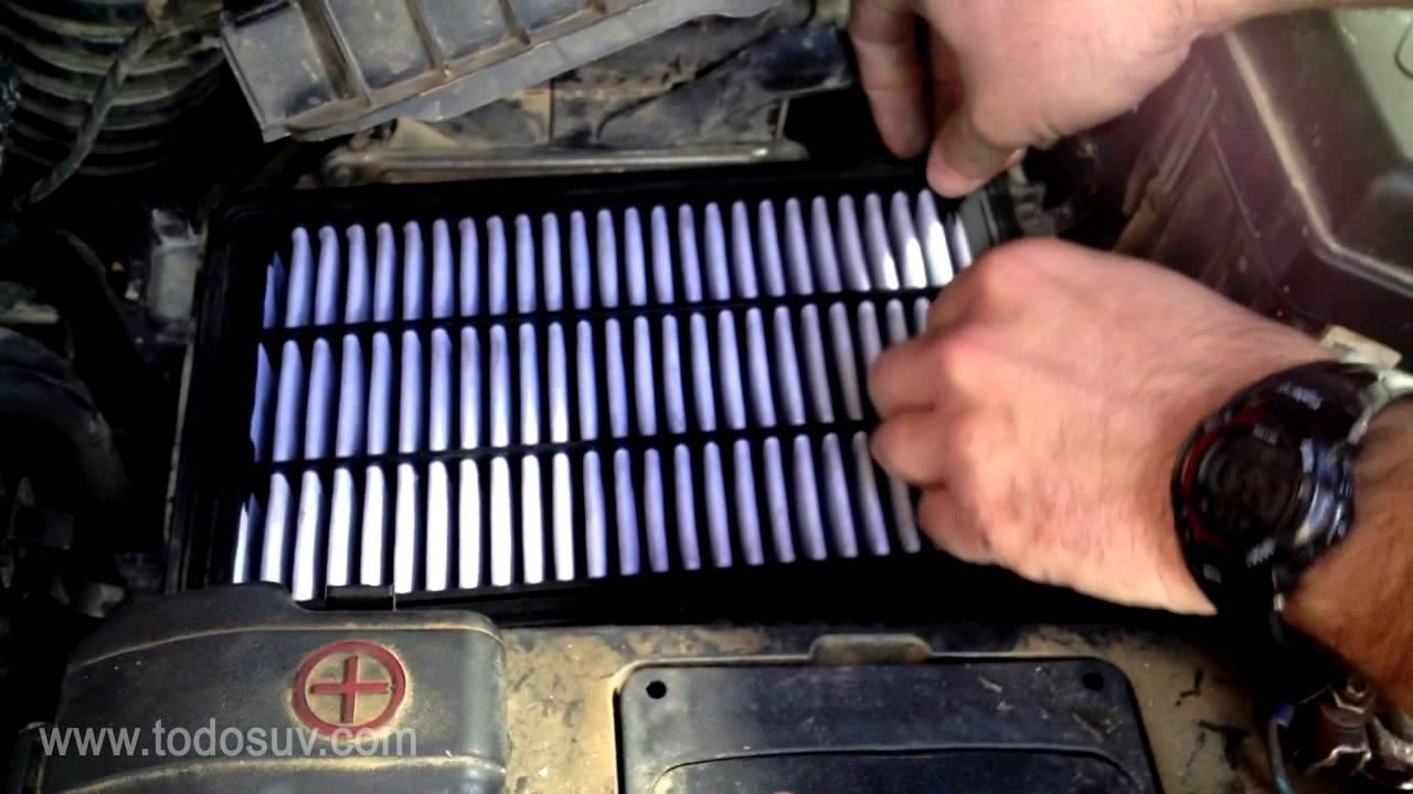 Cambio filtro de aire en hyundai santa fe youtube for Filtro cabina camaro 2016