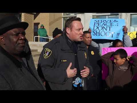 Elgin Police Chief addresses passionate crowd