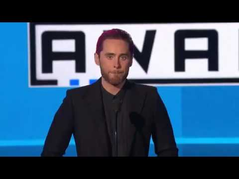Jared Leto Mentions Paris Attacks & Immigrants in Speech at AMAs 2015