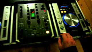 Console Pioneer meravigliosa! Coppia CDJ-200 e Mixer DJM-400(Eccola in funzione... Coppia di Pioneer CDJ-200, Mixer Pioneer DJM-400 Presa di corrente ad attacco rapido., 2012-09-24T19:22:34.000Z)