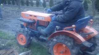 Mały traktorek z przyczepką. Kubota 6001. www.akant-ogrody.pl