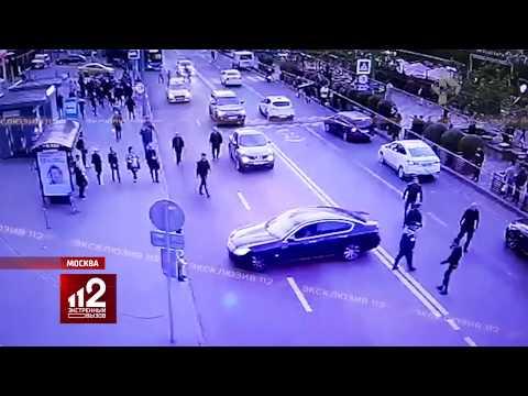 Стреляли и резали | Массовая драка у рынка в Москве попала на видео!