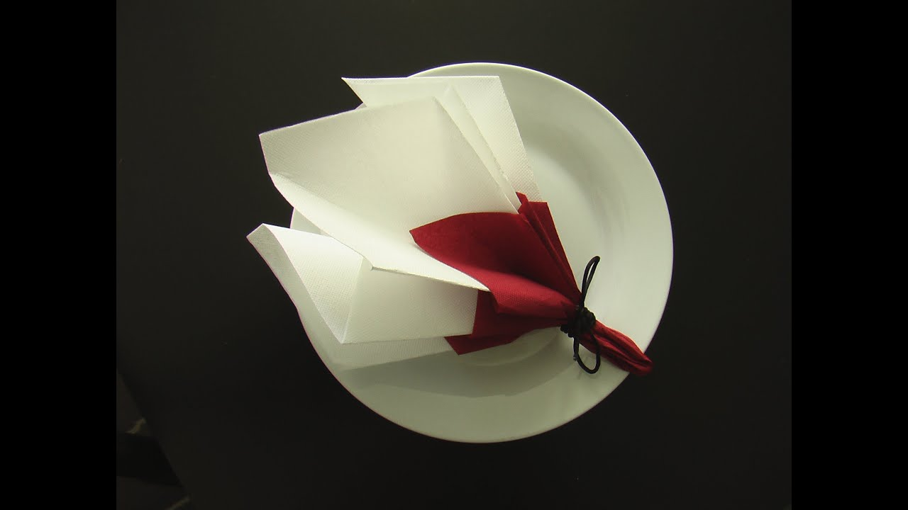 Decoration Serviette De Table Mariage Fold A Napkin In The Shape Of A Spring Bouquet