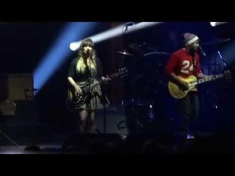 "Angus & Julia Stone -LIVE- ""A Heartbreak"" @Berlin Nov 12, 2014"