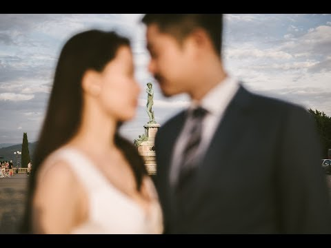 Lovely and excited pre-wedding engagement photo shoot in Florence