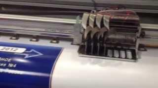 Печать баннера на широкоформатном принтере(Печать очередного баннера. Краски на основе сольвента. Растворитель разъедает пвх-материал, внутрь проника..., 2015-10-25T15:04:40.000Z)