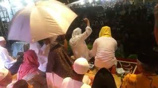 MASYA ALLAH.  Habib Lutfi menolak dikasih payung ketika ceramah kehujanan | isra' mi'raj Ketapang