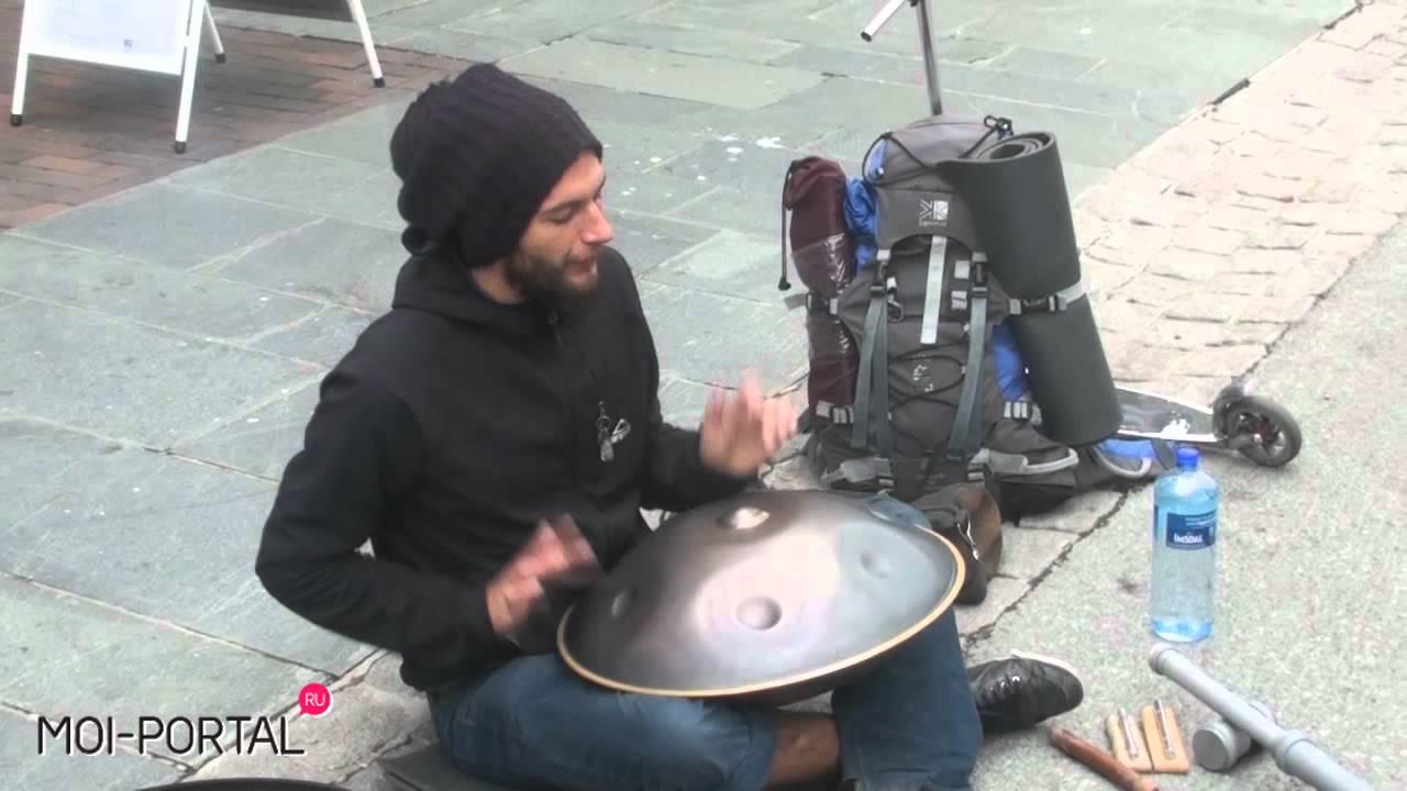 Street music. Hang drum in Tromso, Norway / Уличный музыкант в Норвегии