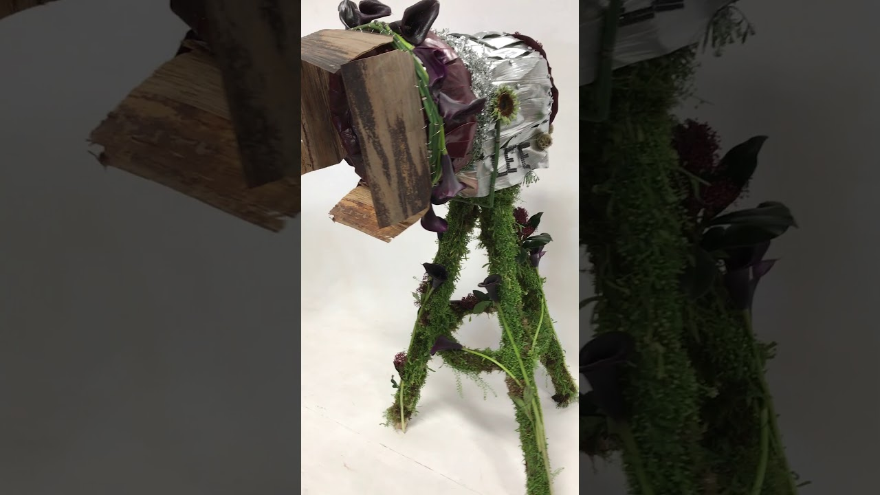 Movie lamp made of fresh flowers and foliages by stems uk youtube movie lamp made of fresh flowers and foliages by stems uk izmirmasajfo