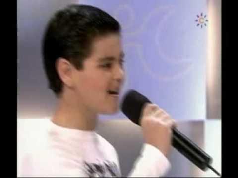 Abraham Mateo (10 años) y Ana mena (12 años) canta...