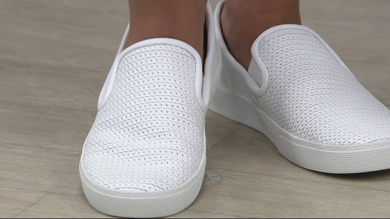Cariana Slip-On Sneakers OyTlg