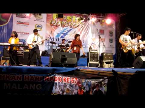The Breakers (Pesta by Elfa's Singer)