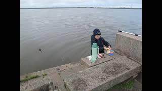 на рыбалке в Разливе с внуком