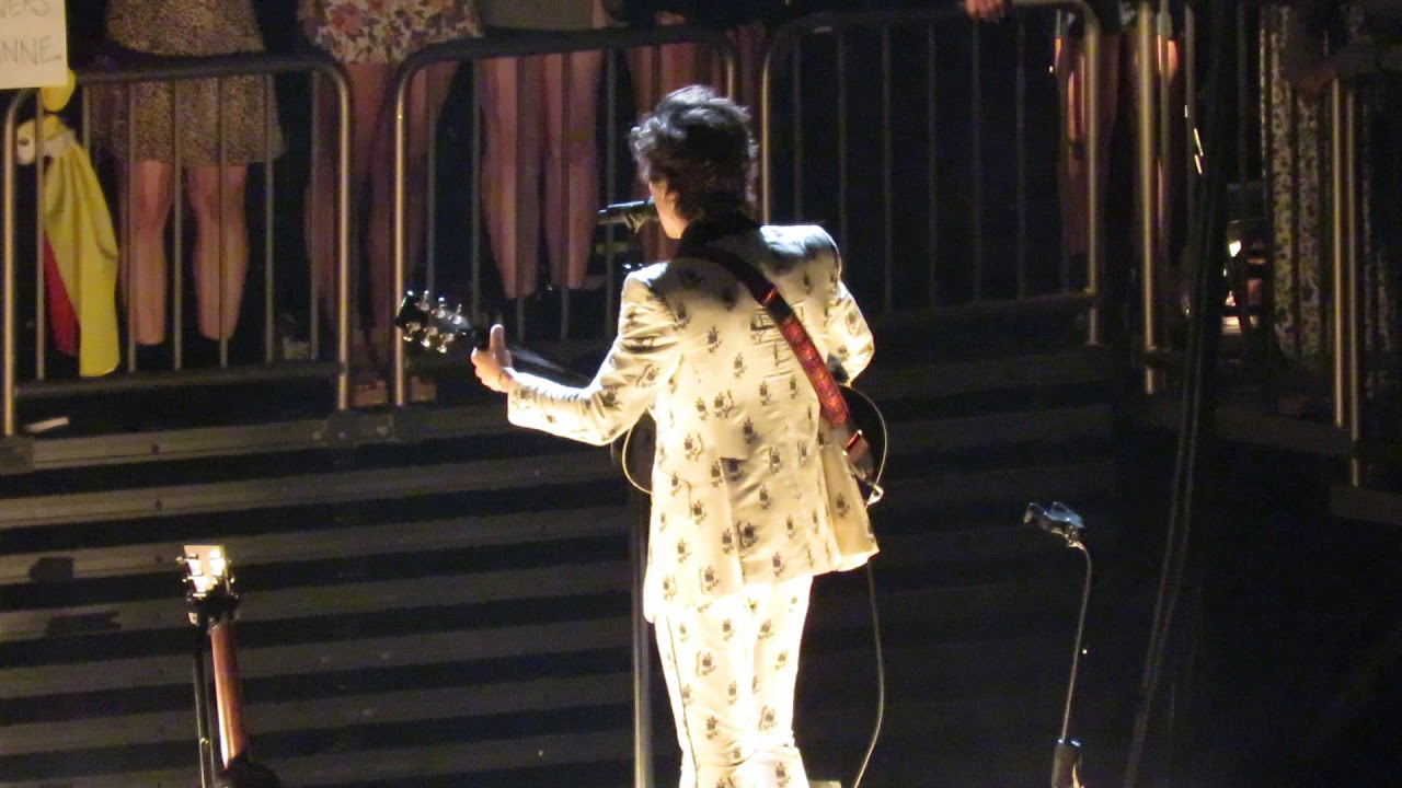 Harry styles performing if i could fly at madison square - Harry styles madison square garden ...