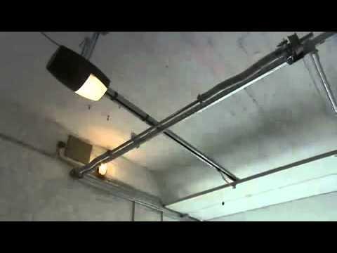 Motorisation porte de garage botticelli bft youtube for Motorisation bft porte de garage