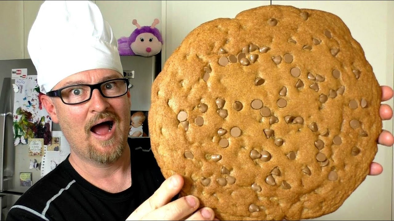 GIANT CHOCOLATE CHIP COOKIE RECIPE - YouTube