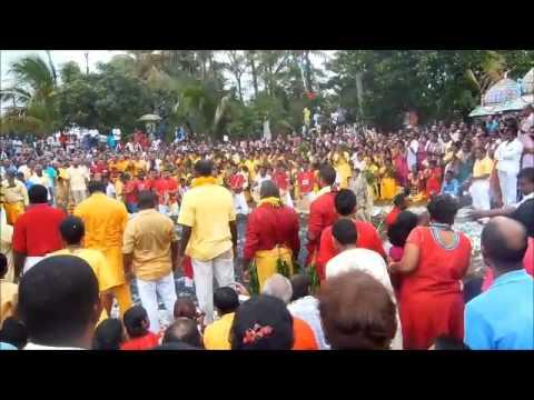 Marche sur le feu 1er janvier 2014 - YouTube
