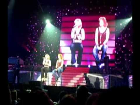 Up to the Mountain - Kelly Clarkson Reba Mcentire Louisville KY