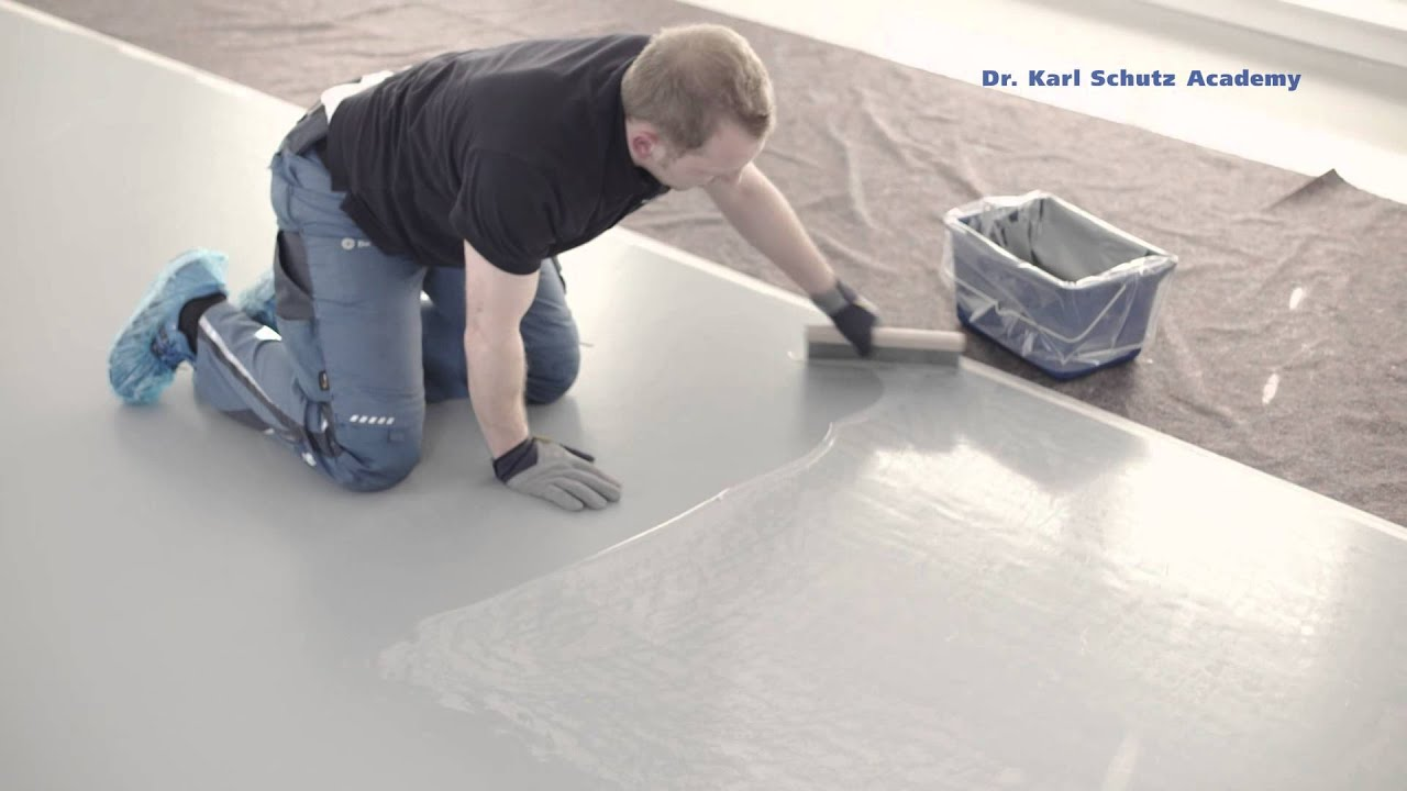 Creative marbleeffect floor design with the spatula
