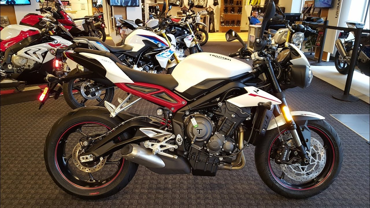 2018 triumph street triple r 765 in crystal white uncrating walk around frontline eurosports. Black Bedroom Furniture Sets. Home Design Ideas
