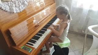 Даша учится играть на пианино 5 лет