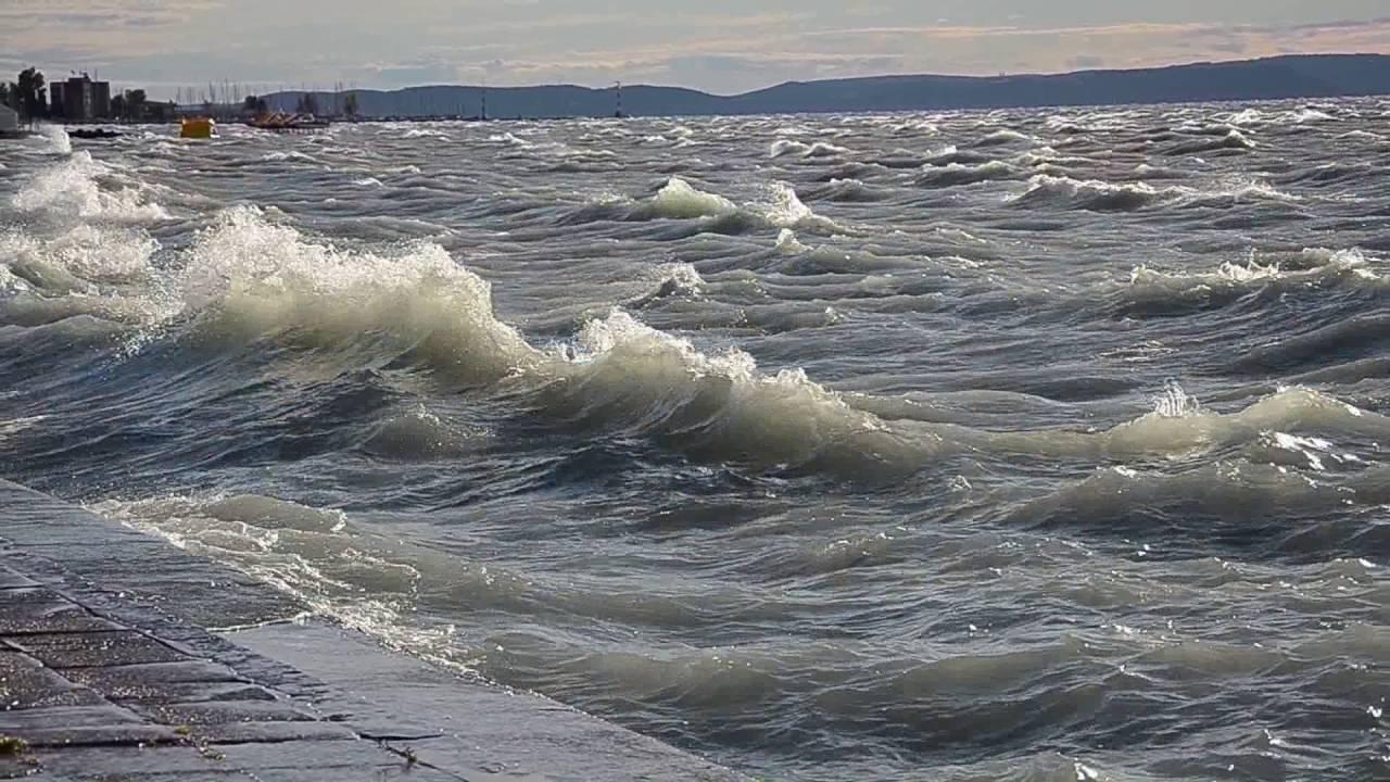 Hullámzó Balaton tetején – Wikipédia