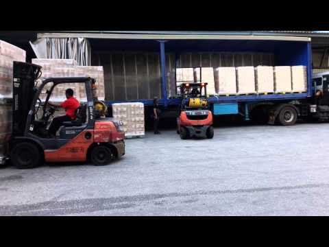 Nasib anak perantau. (Forklift Driver)