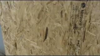 видео Обшивка гаражных ворот. Как утеплить распашные ворота в гараже ⬅⬅⬅