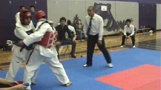 Repeat youtube video Taekwondo-Groin shot almost wins match