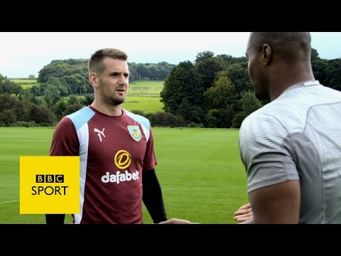 Burnley's Tom Heaton learns to catch NFL-style - BBC Sport