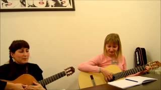 Оля и Таня - Обучающиеся в Школе Express обучение игре на гитаре.