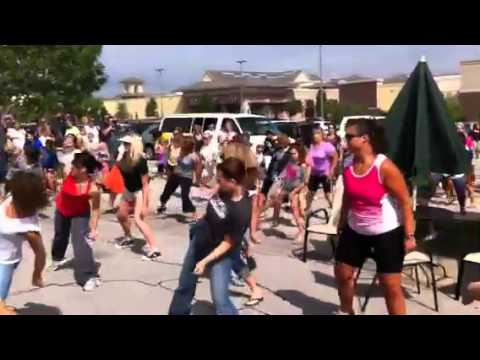 Flashmob Omaha Village Pointe