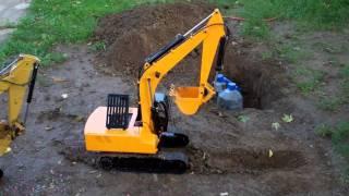 1/12 Earth Digger 4200XL Hydraulic Excavator (RTR) Dig Test