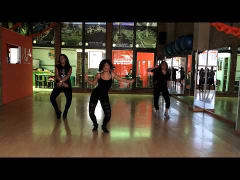 Paula Bedoya clase básica dancehall