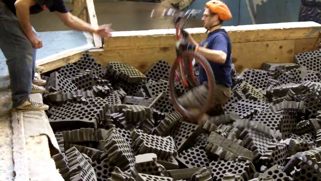 Ray's Indoor Mountain Bike Park Foam Pit (Video #3) - YouTube