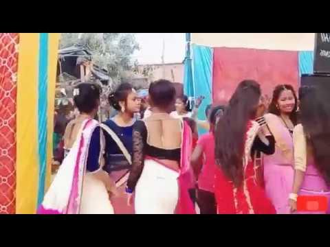 खुबसूरत लड़कीया कह रही है #dj पर कि#माजा लेब कहिया राजा ओठलाली से।#new village dance