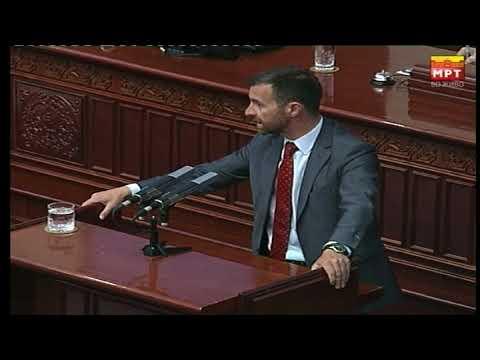Пратениците од ВМРО-ДПМНЕ со чочек влегоа во Собрание