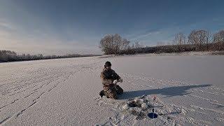 Зимняя рыбалка на безмотылку, балансир, жерлицы. Рыбалка зимой на пруду.