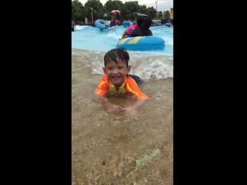 Izzaq farish farid swimming