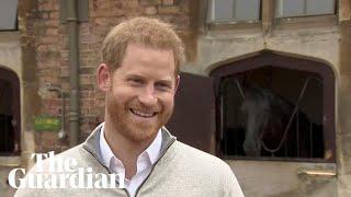 """فيديو.. فرحة الأمير هاري بإعلان خبر ولادة طفله: """"أنا أحلّق فوق القمر الآن"""""""
