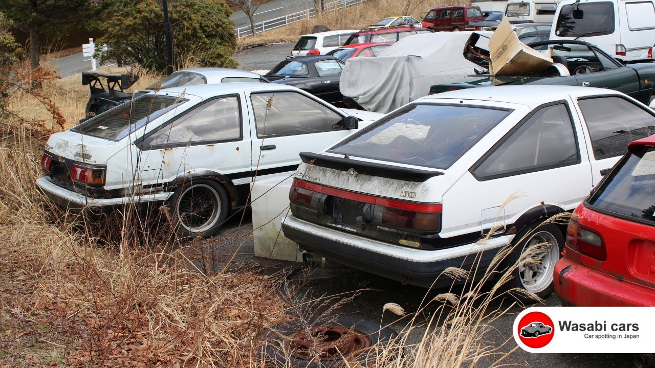 Two Toyota AE86\'s (Levin & Trueno) in a Junkyard - YouTube