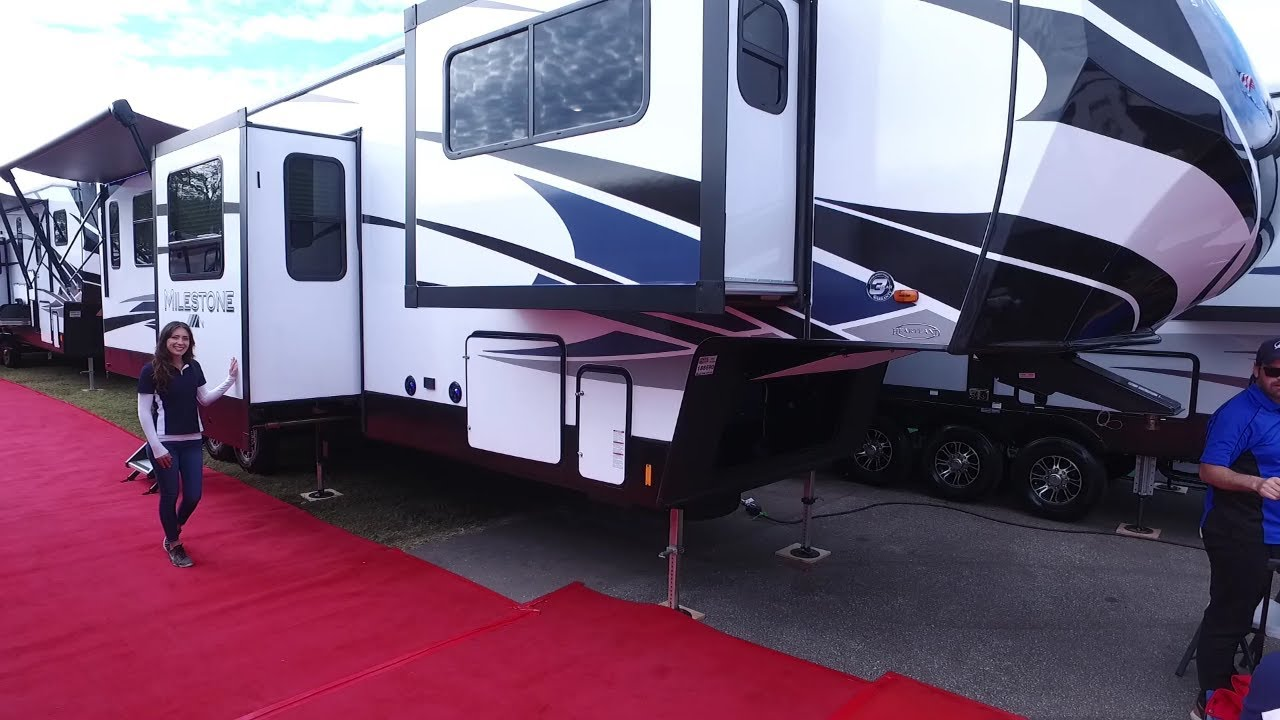 13 Fifth Wheel RVs with a Front Living Room (Illustrated