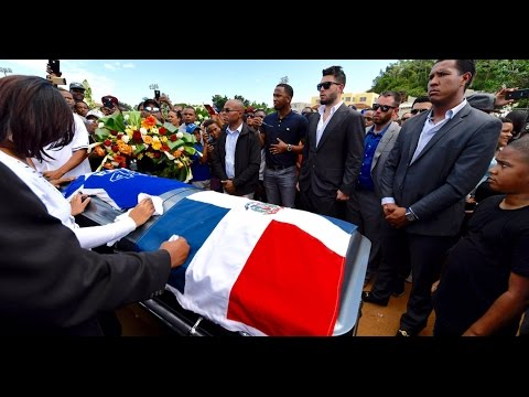 Jugadores y compañeros de equipo asisten a entierro de Yordano Ventura